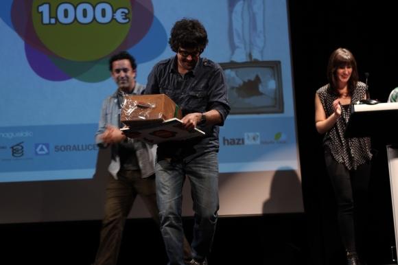 Tucker Dávila Wood, Los Perfeccionistas filmaren egilea, Huhezinema saria jaso eta gero.